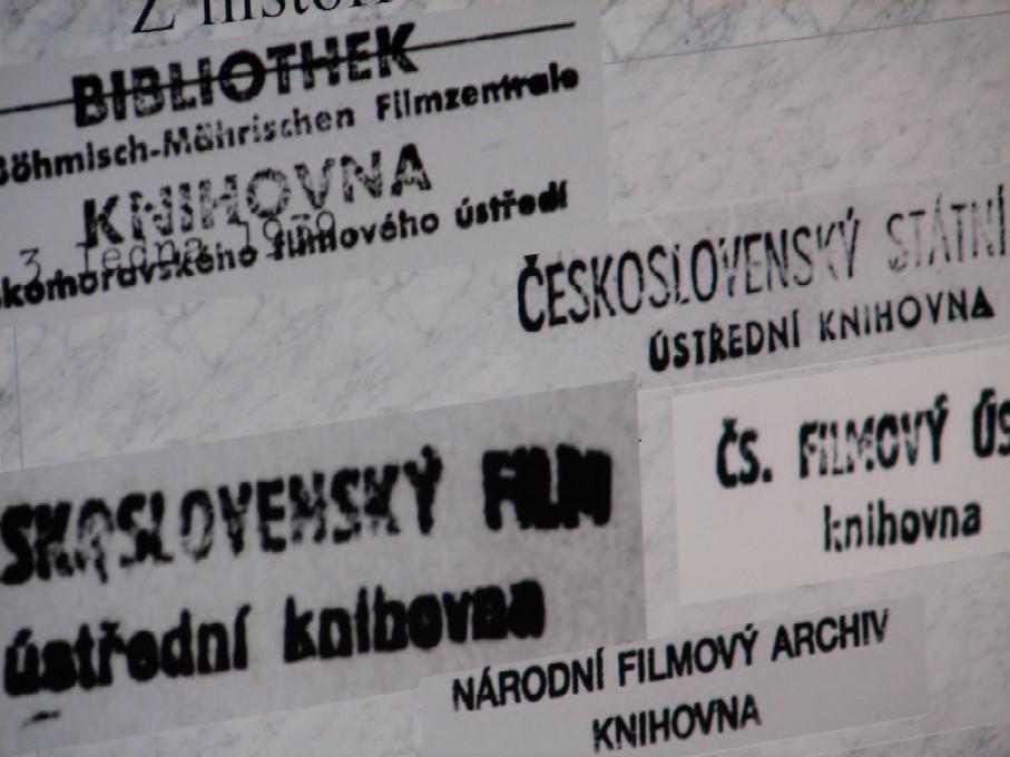 Pohled do historie aneb S názvy knihovny se pochopitelně měnila i razítka