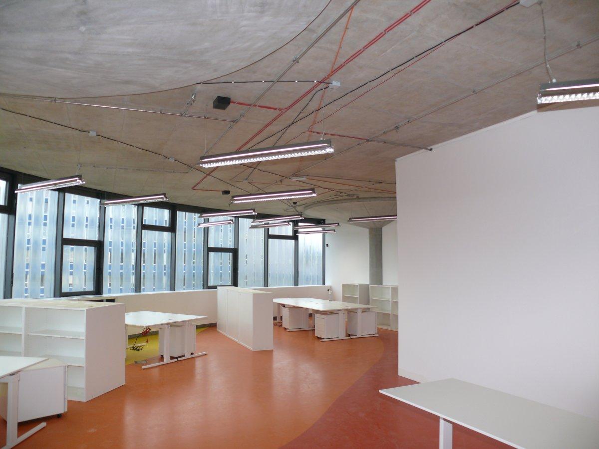 Jedna z halových kanceláří (severovýchodní roh budovy, 6. nadzemní podlaží)
