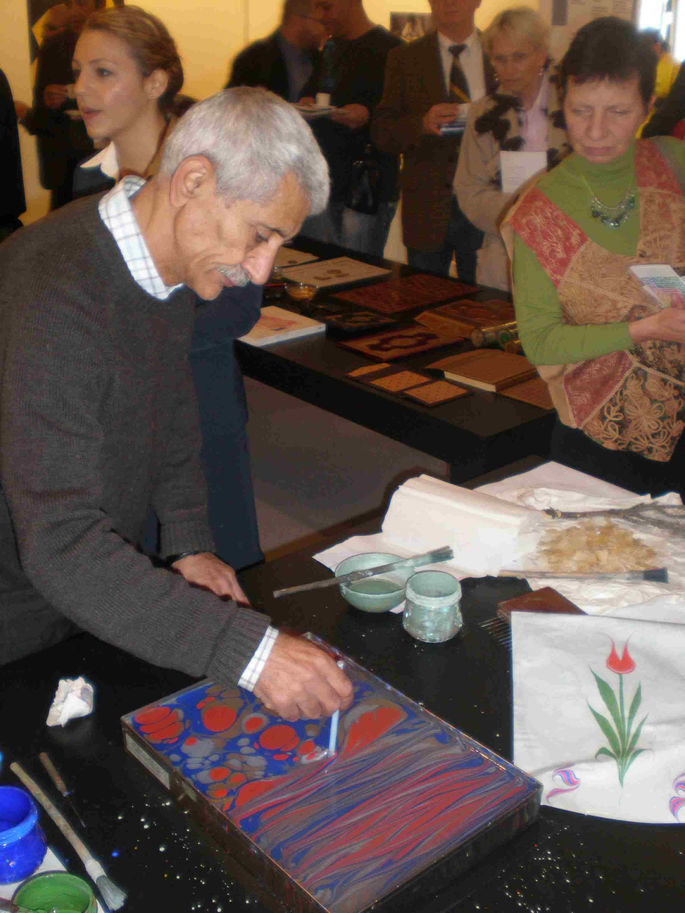 Obr. 10: Zvláště Turecko předvádělo ukázky výroby knižních obálek, kaligrafii, a dokonce bylo možné ochutnat typického turka