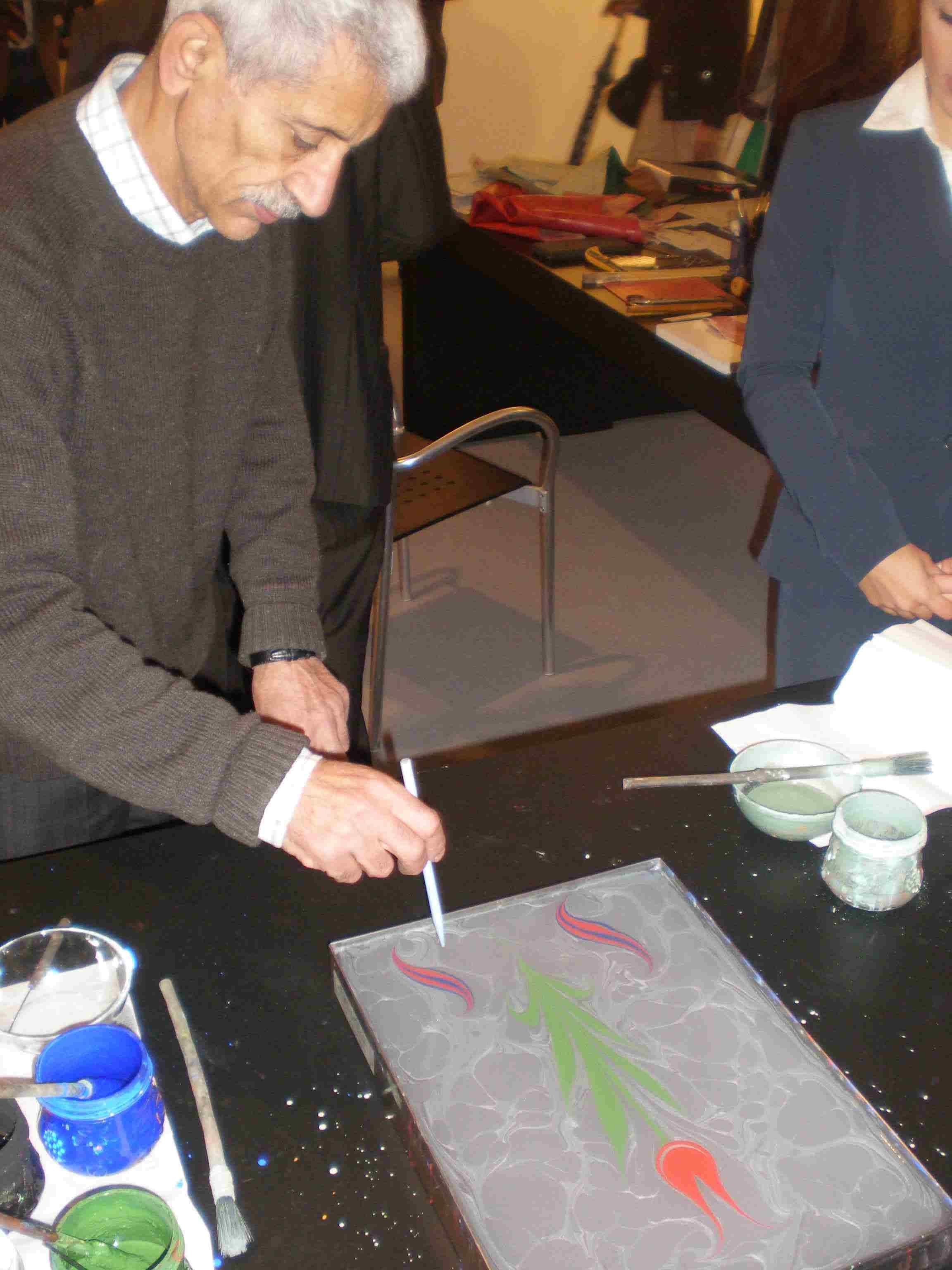 Obr. 9: Zvláště Turecko předvádělo ukázky výroby knižních obálek, kaligrafii, a dokonce bylo možné ochutnat typického turka