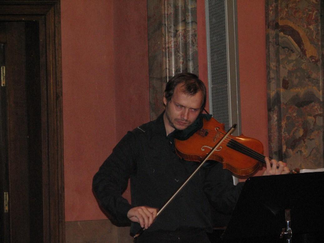 Hudební vystoupení - na snímku Matěj Kroupa (viola)