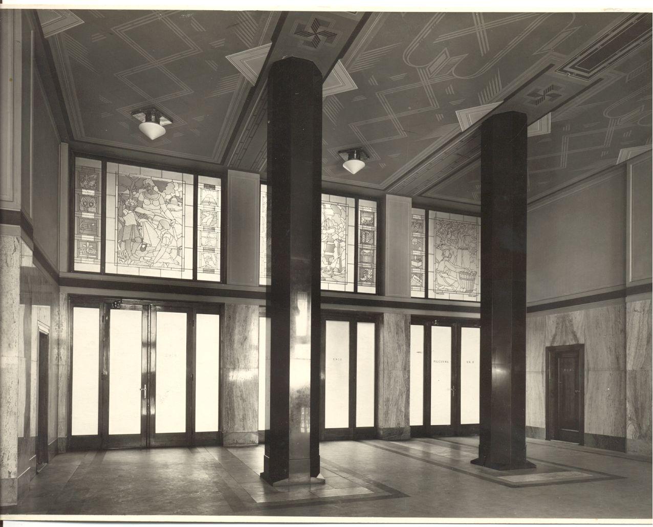 Vstupní hala knihovny, rok 1928