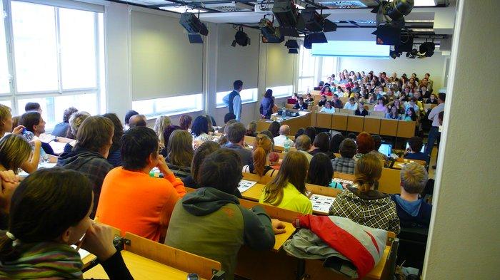 Obrázek 1: Publikum na Infokonu zaplnilo téměř celý sál