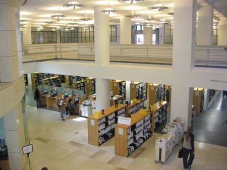 Obr. 3: Městská knihovna v San Franciscu – volně přístupný fond
