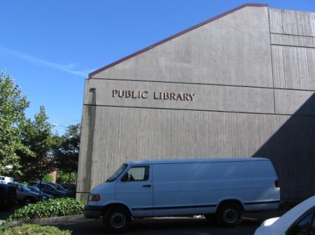 Obr. 5: Městská knihovna v Napa – pohled zezadu
