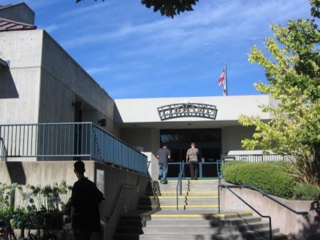 Obr. 6: Městská knihovna v Napa – hlavní vchod