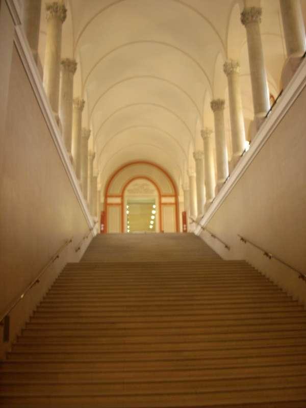 Impozantní vstup do Bayerische Staatsbibliothek