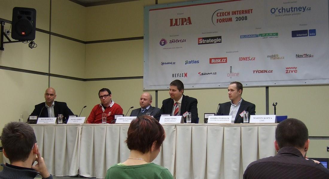 Účastníci první panelové diskuse