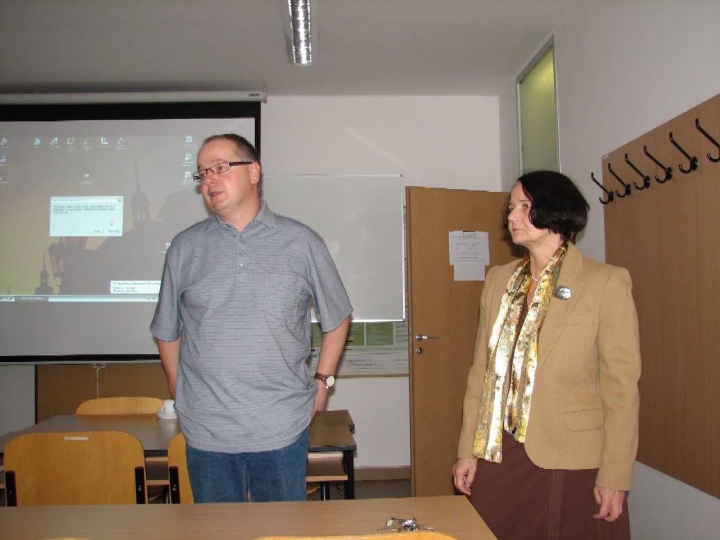 R. Papík vítá hosta v prostorách ÚISK FF UK v Praze
