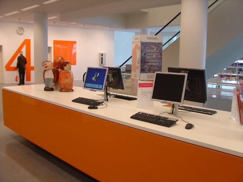 Openbare Bibliotheek Den Haag – PC pro hledání v katalogu