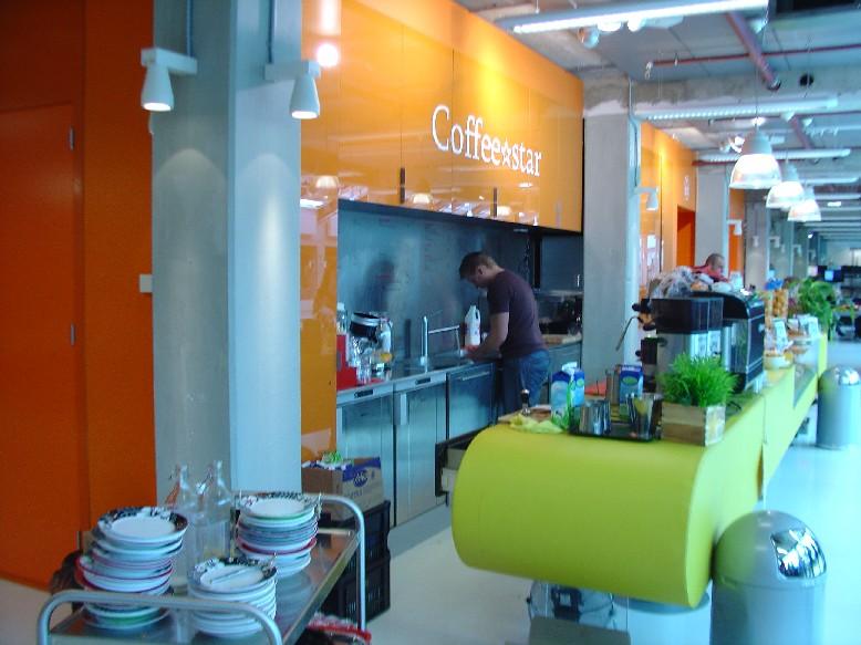 DOK Library Concept Centre Delft – kavárna přímo ve čtenářských prostorách