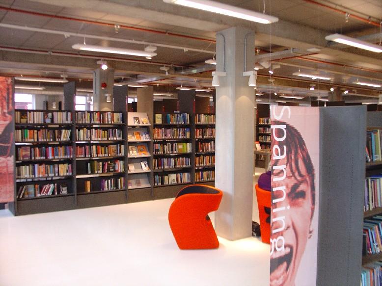 DOK Library Concept Centre Delft – regály, zajímavá křesla