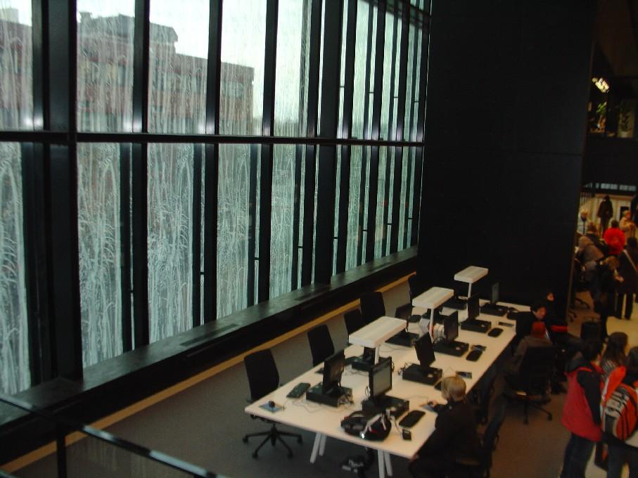 Universiteitsbibliotheek Utrecht – prosklená stěna, PC
