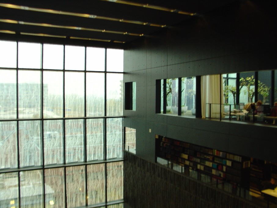 Universiteitsbibliotheek Utrecht – vnitřní prostor, po straně studovny