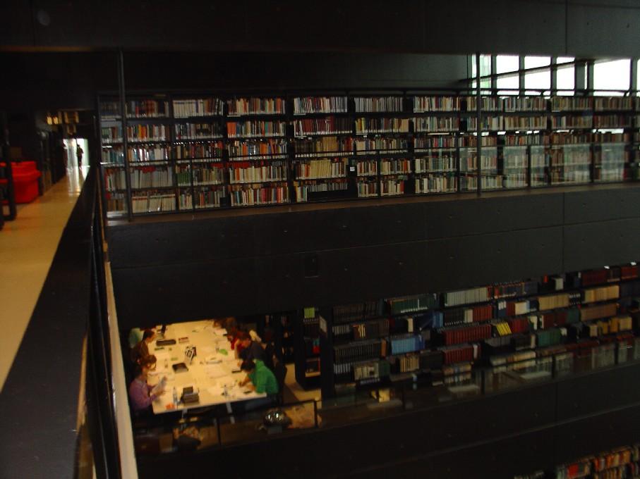Universiteitsbibliotheek Utrecht – pohled na tři podlaží