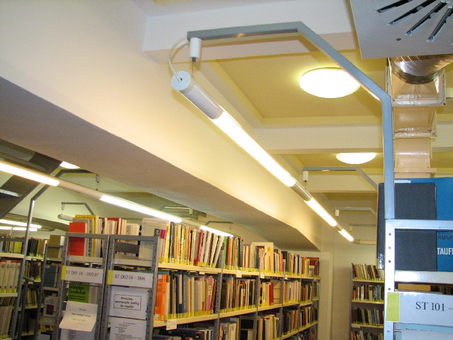 Osvětlení jako součást konstrukce regálů