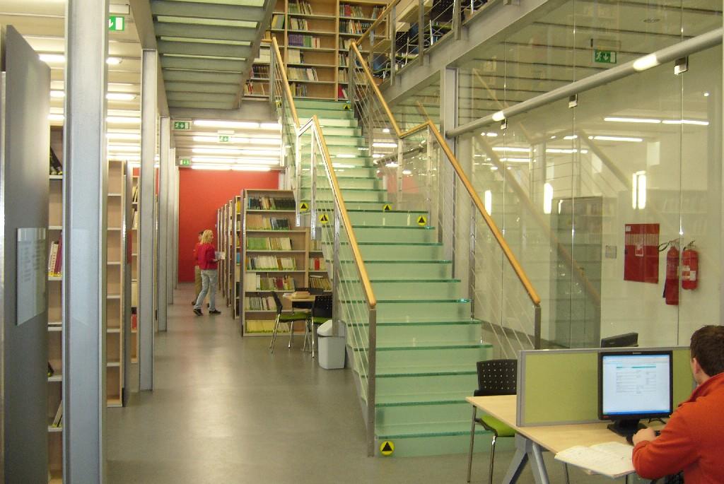 Pohľad na schody - prechod na prízemie