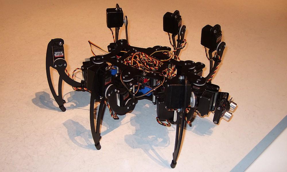 Jeden z robotických pavouků, který se procházel po muzeu