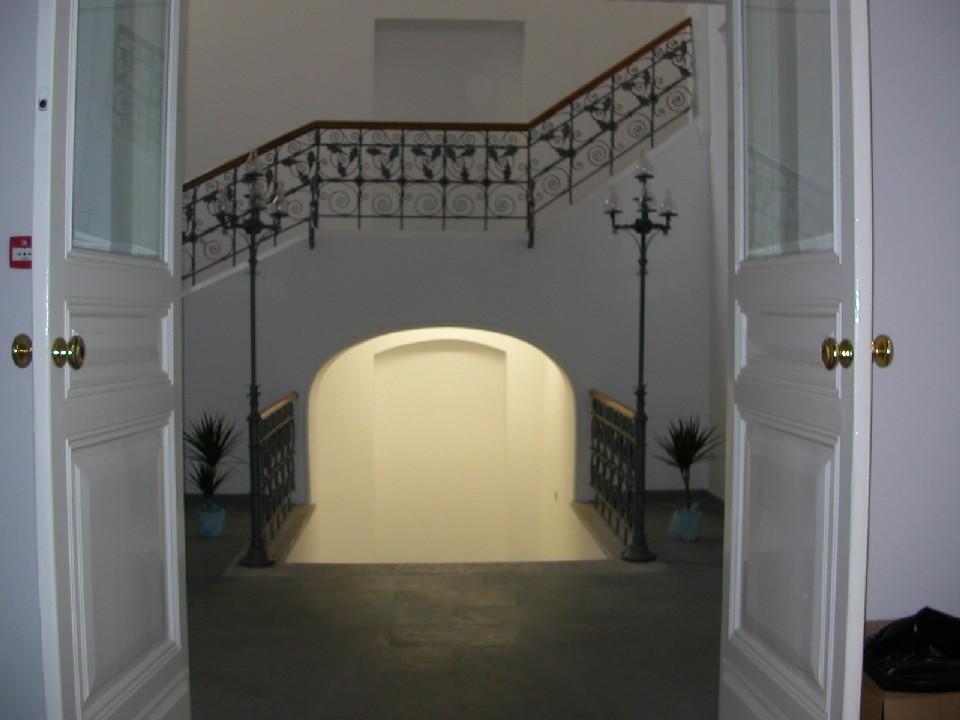 Obr. 4: Knihovna Chorvatské akademie věd a umění – vstup do interiéru