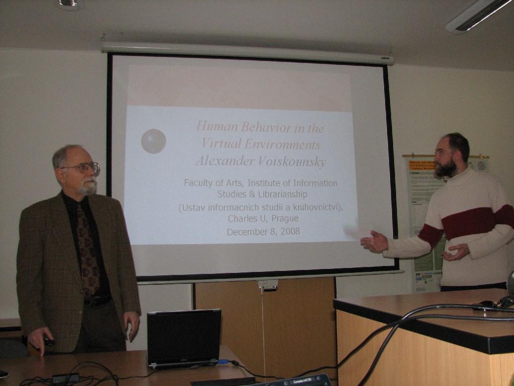 Jakub Štogr (ÚISK FF UK) uvádí přednášku A. Voiskounského