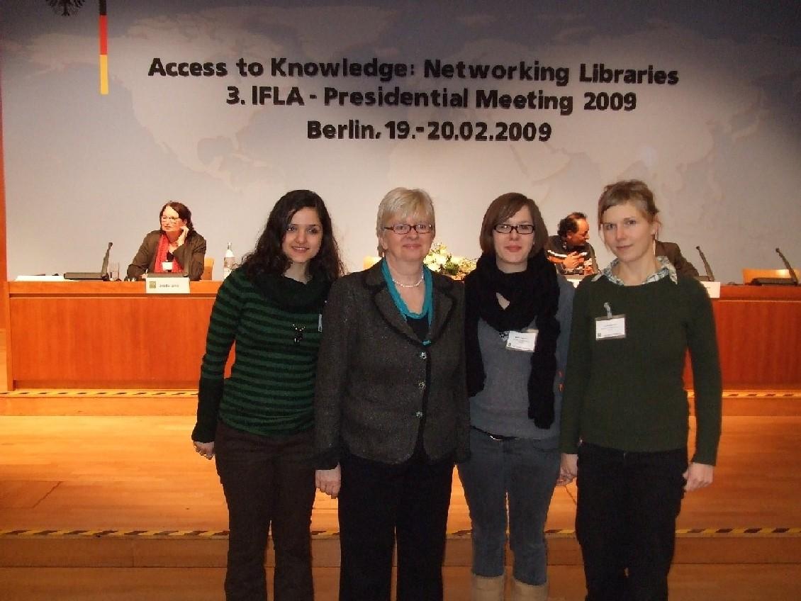 Prof. dr. Claudia Luxová a studentky Humbodtovy univerzity