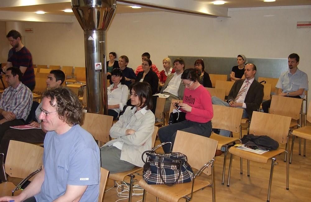 Na uvedení české verze licence se přišlo podívat několik desítek lidí