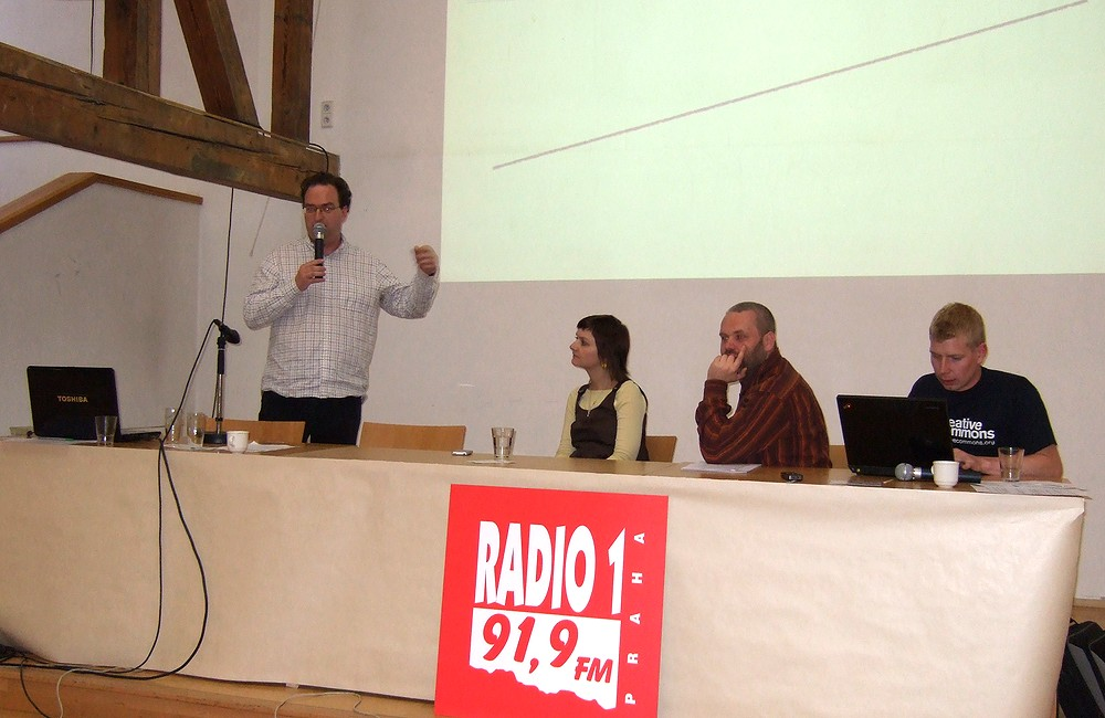 Účastníci publicistického panelu: zleva Patrick Zandl, Pavel Klusák a Adam Hazdra