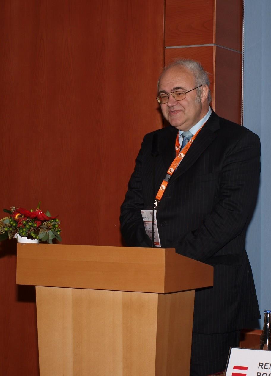 Obr. 2:J. Gruntorád zahajuje jednání Future Internet Assembly