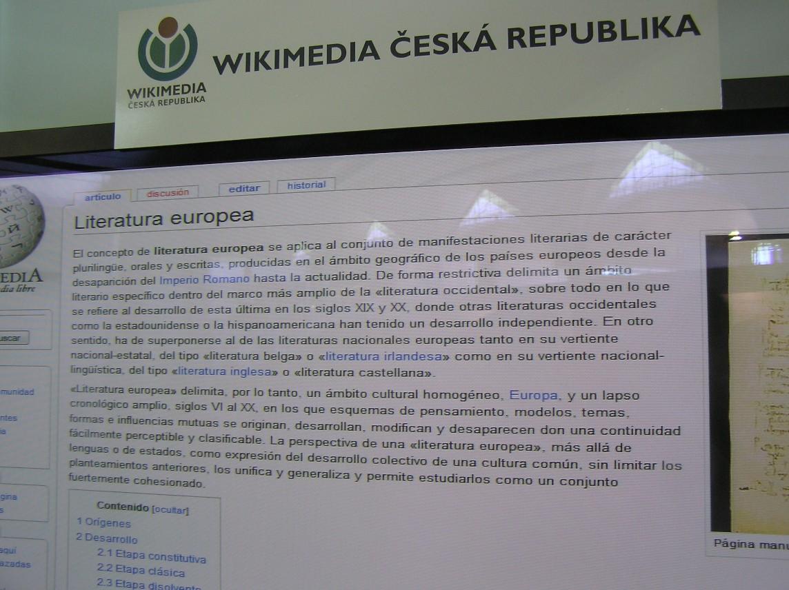 """Obr. 13: Na české Wikipedii heslo """"evropská literatura"""" chybí, někde existuje pouze jako nadpis sdružující odkazy k jednotlivým národním literaturám (francouzská verze), jinde naopak jako obsáhlé plnohodnotné heslo (španělská Wikipedie)"""