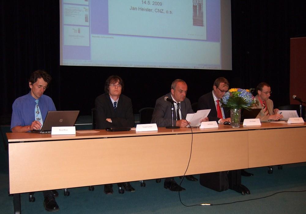 Někteří přednášející a panelisté z diskuze