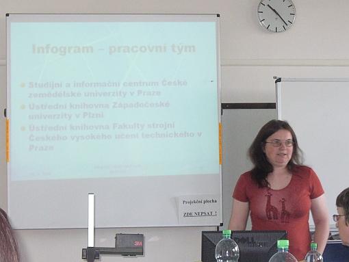 Obr. č. 2  Lenka Bělohoubková přibližuje průběh vzniku portálu Infogram