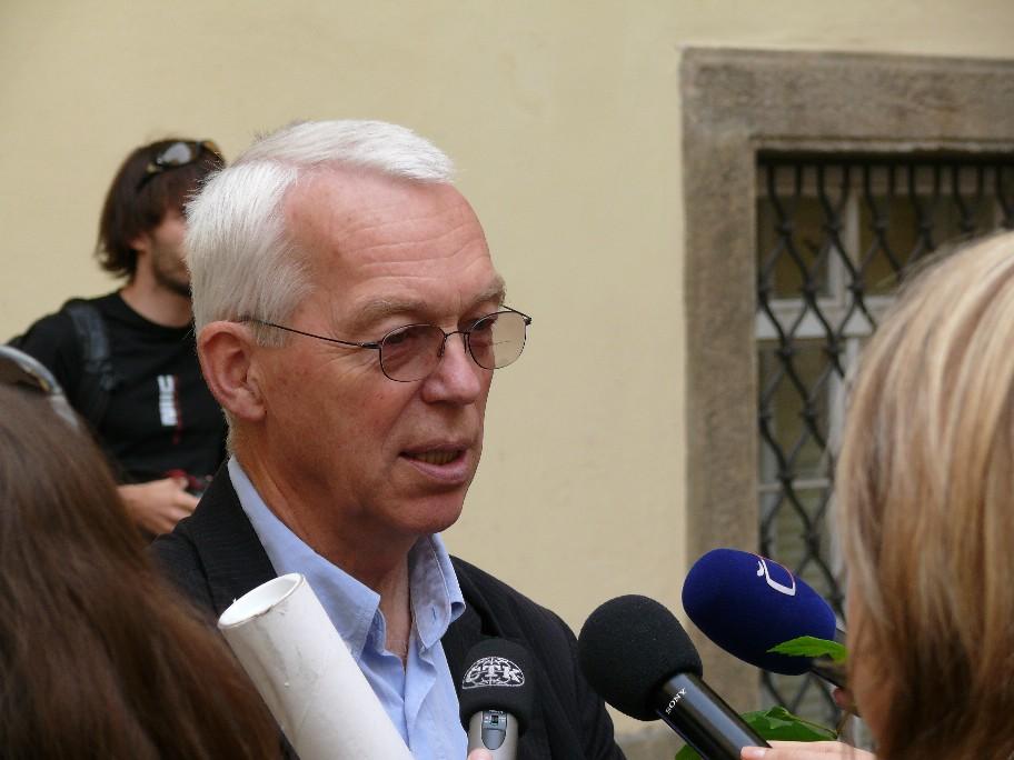 Ing. Martin Svoboda při rozhovoru s novináři