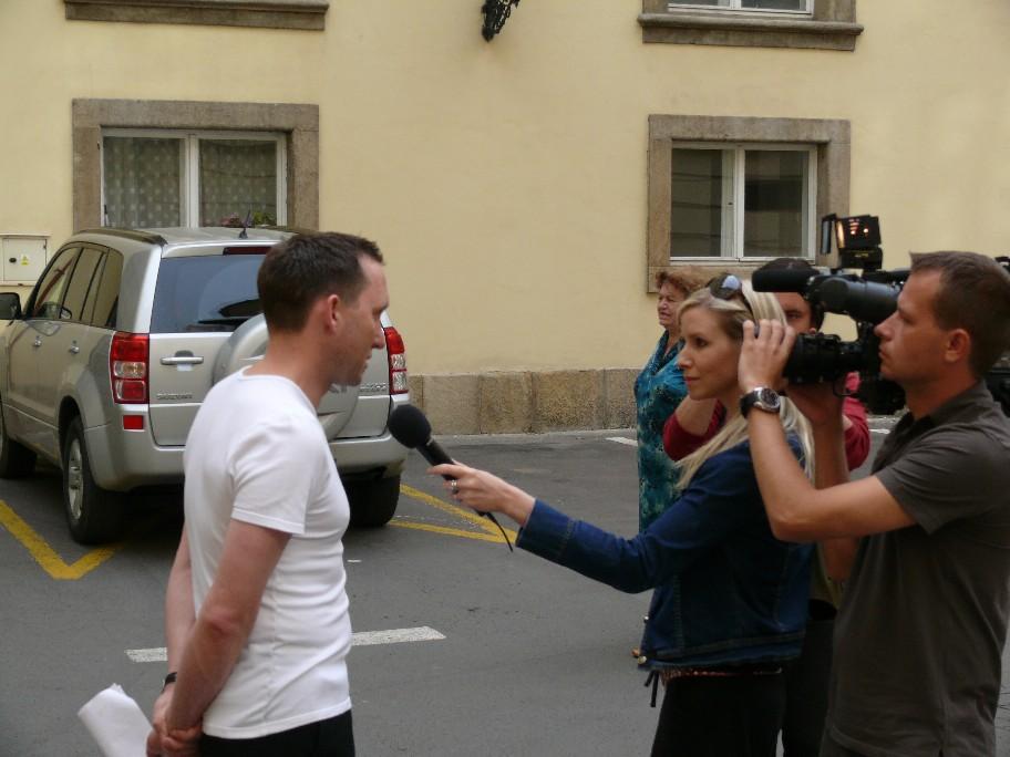 Mluvčí knihovny Mgr. Pavel Procházka hovořící s novináři