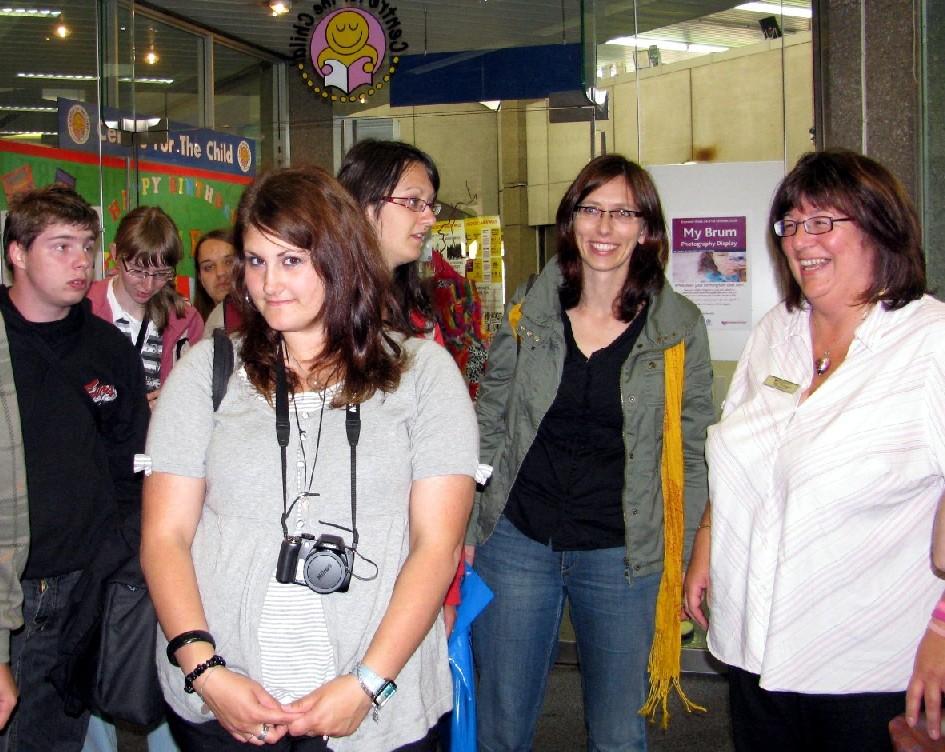 Janet Brislandová (zcela vpravo) z Centra pro dítě (Centre for Child) birminghamské Ústřední knihovny