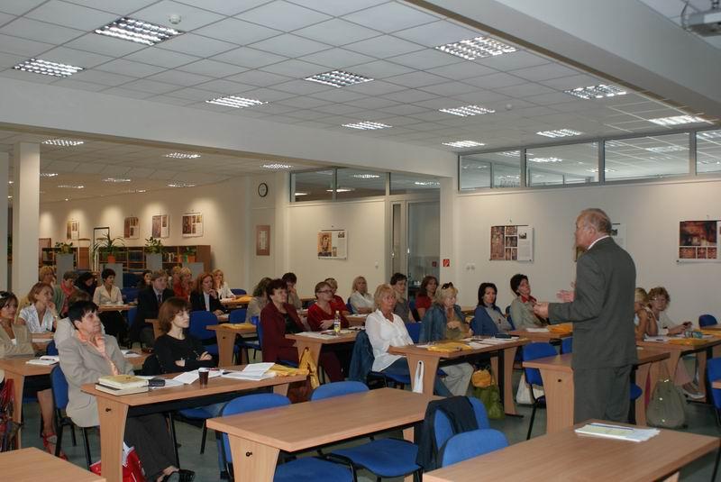 Doc. Dr. Miloš Kovačka, PhD. (riaditeľ NBÚ SNK v Martine) a účastníci podujatia DVK 2009 - 8. 9. 2009
