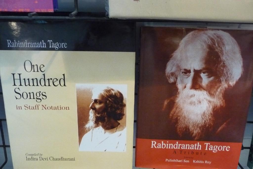 Dvě knihy týkající se R. Thákura, který tím, že roku 1913 získal Nobelovu cenu za literaturu, pro mnoho lidí na Západě rehabilitoval indickou kulturu