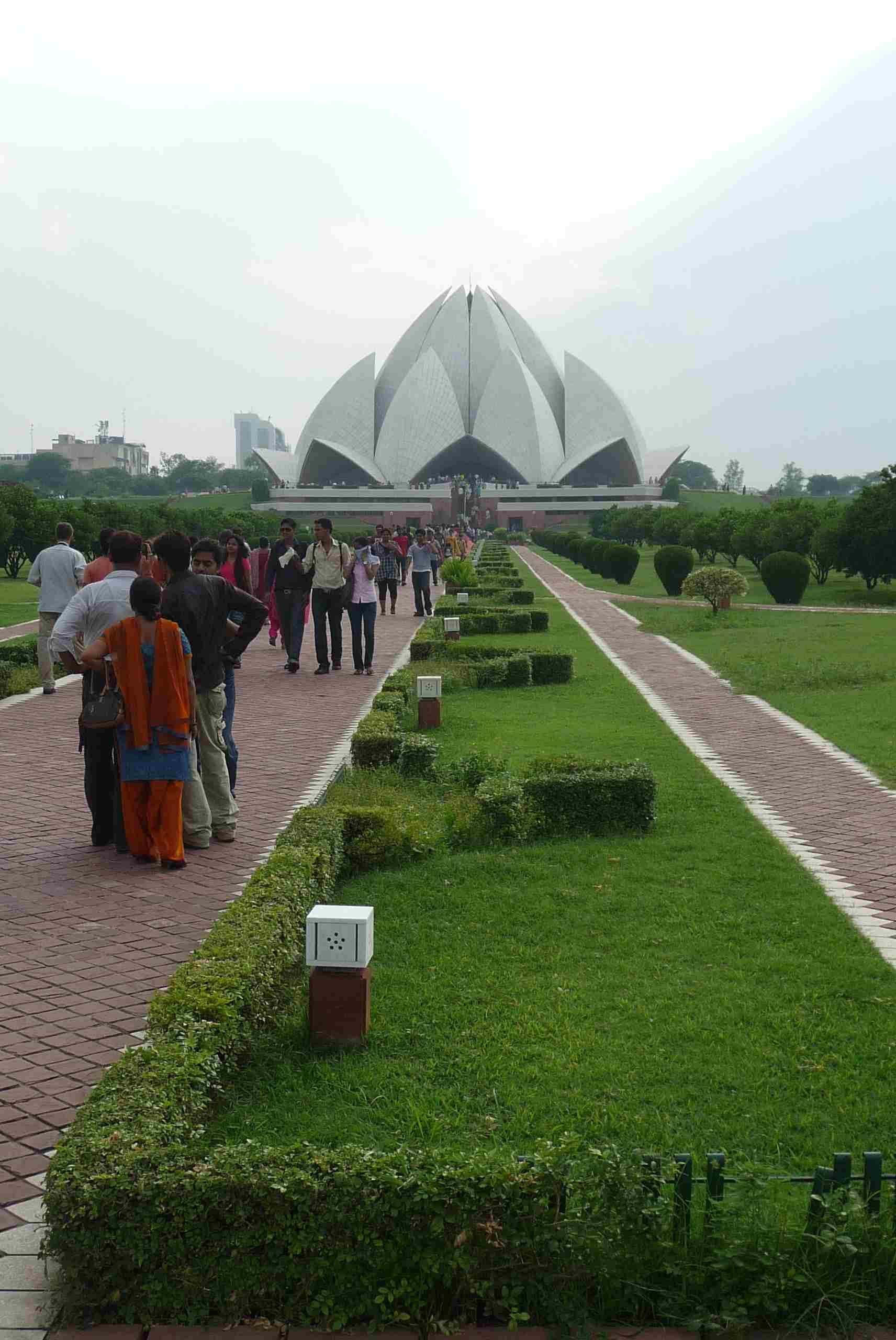 Lotosový chrám na okraji Dillí, indické středisko bahaismu