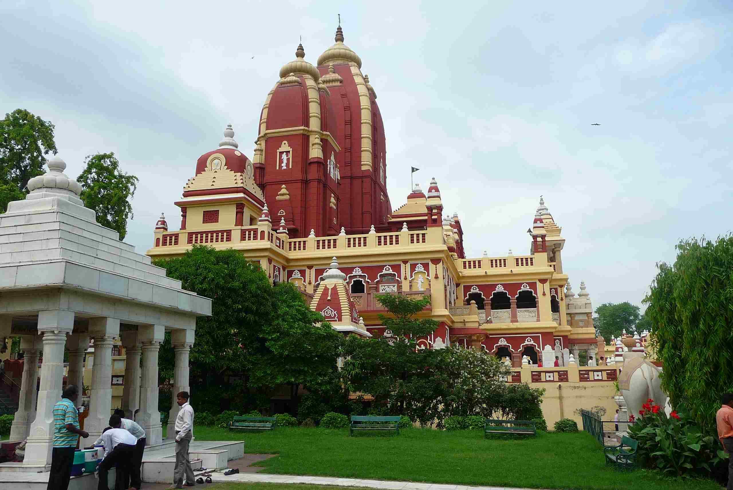 Jeden z indických chrámů - u mnoha z nich fungují knihkupectví a někdy i knihovny
