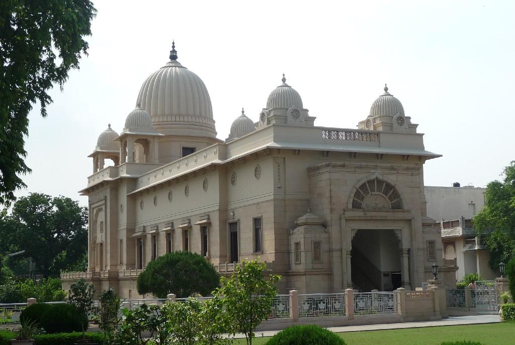 Chrám uprostřed Rámakrišnovy mise v Dillí