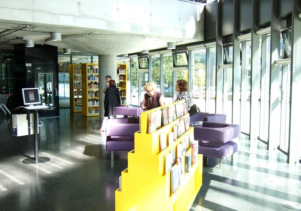 Dejvická pobočka MKP nabídla svým návštěvníkům knihy i občerstvení