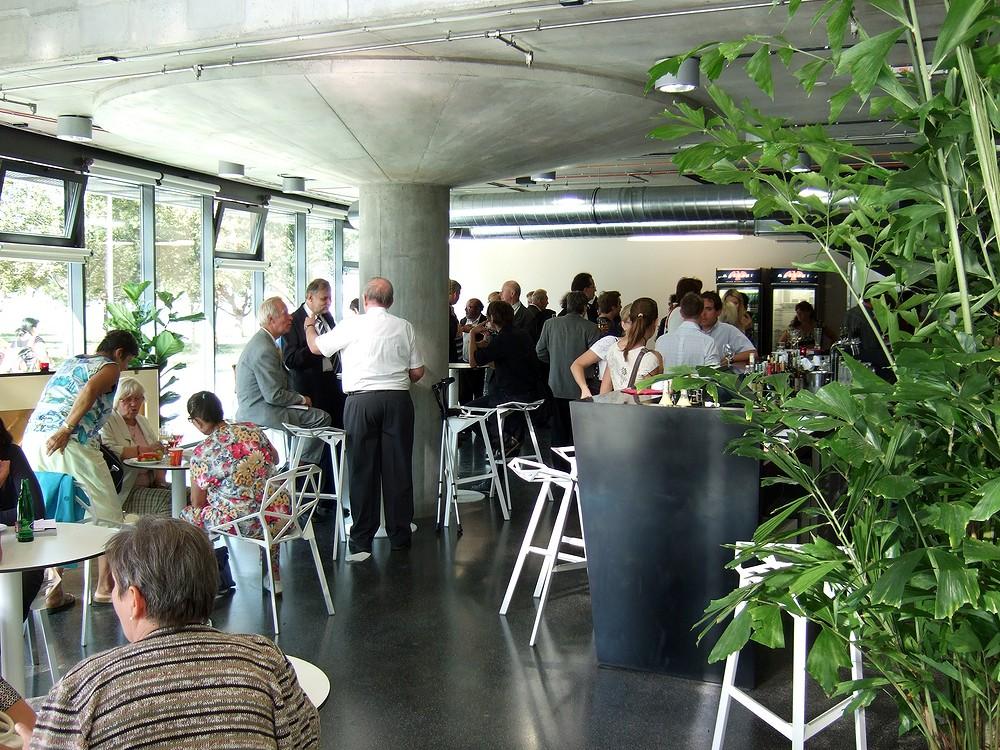V budově NTK nechybí ani galerie, ani občerstvení (Cafe Technika)