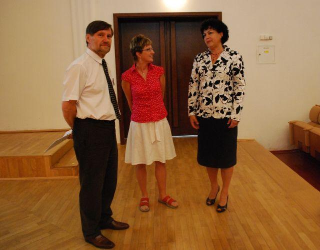 Ing. Milada Valečková s Ing. Leou Prchalovou a PhDr. Vítem Richterem před zahájením akce