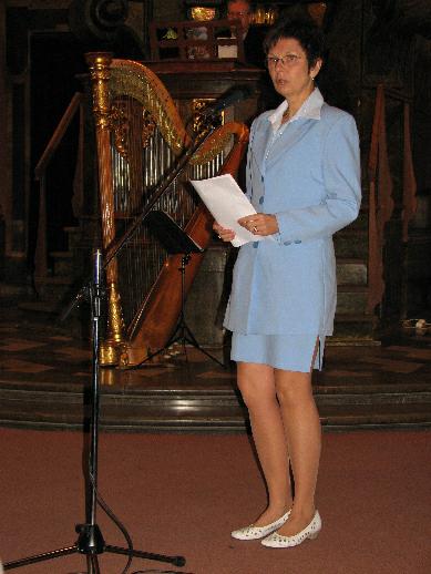 S průběhem jednání poroty hodnotící nominované informační počiny seznámila přítomné Iva Horová z Akademie múzických umění