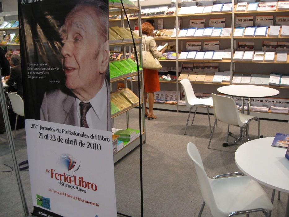 Jorge Luis Borges na poutači věnovaném argentinskému knižnímu veletrhu 2010