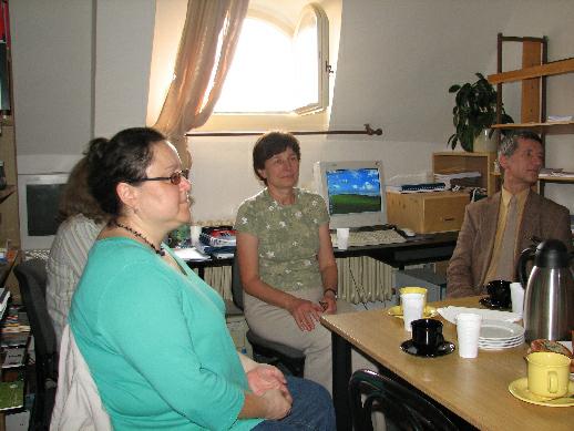 Účastníci exkurze, uprostřed vedoucí oddělení a naše průvodkyně Mirjam Suchomelová