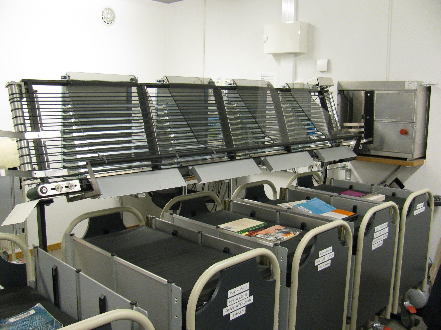 Stroj na roztřiďování knih u vracení (Univerzitní knihovna Borås)