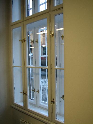 V rámci přípravy nových prostor byla rovněž repasována původní okna