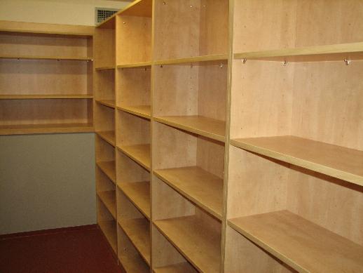 Prázdné regály se budou zaplňovat až v průběhu února a března 2010