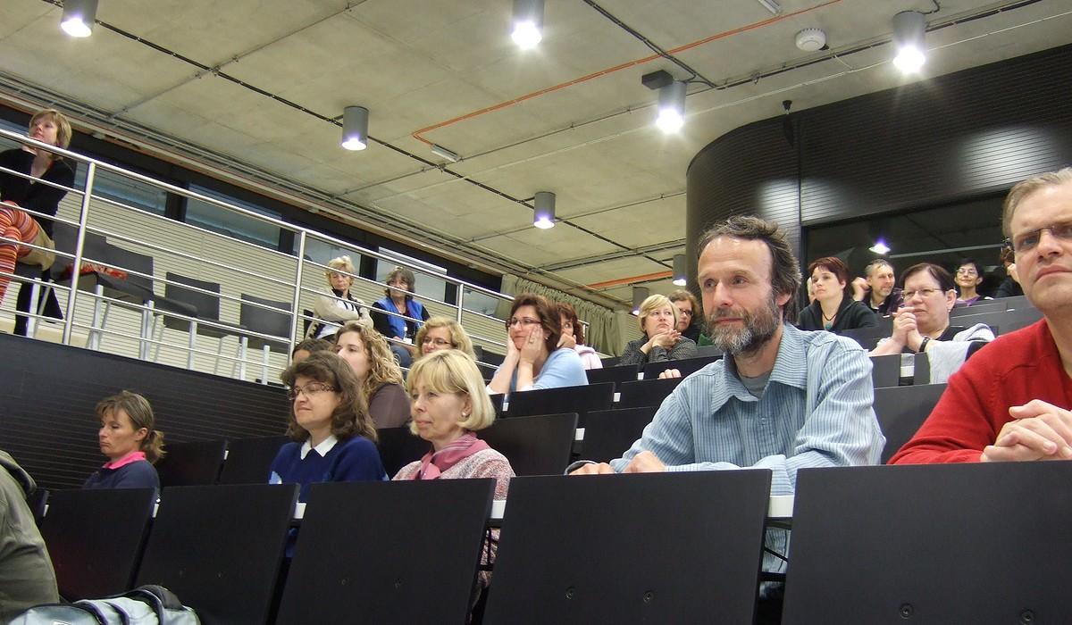Účastníci konference pozorně poslouchají jednotlivé příspěvky