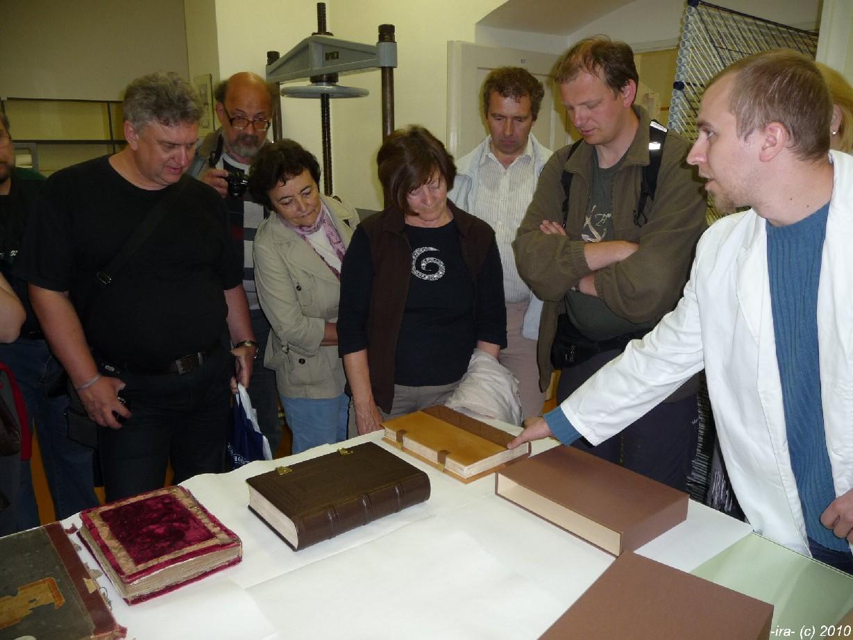 V konzervační dílně archivu v Záhřebu